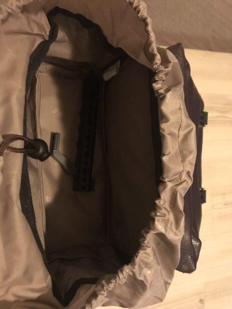 TARION RB-02(ブラウン)のカメラバッグの上段