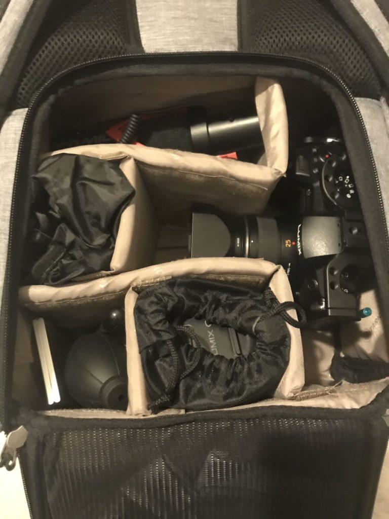 TARION RB-02(ブラウン)のカメラバッグの下段の中身